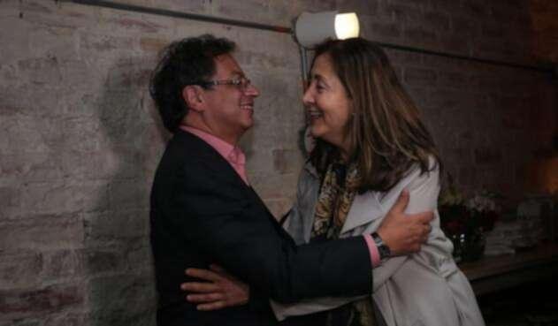 Gustavo Petro junto a Íngrid Betancourt