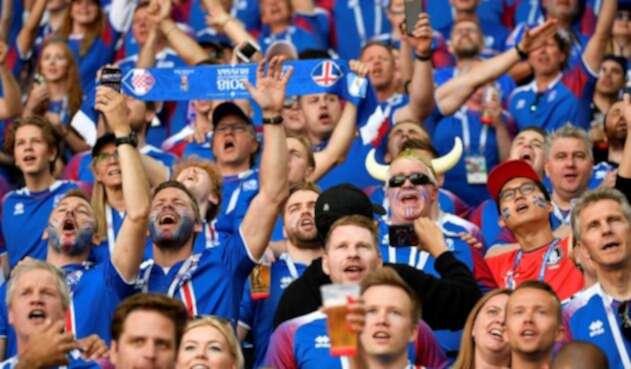 Hinchas de Islandia en el partido contra Argentina
