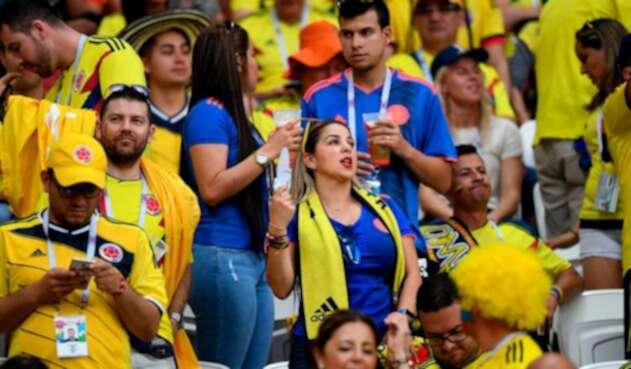Hinchas colombianos en el Estadio Kazán Arena de Rusia