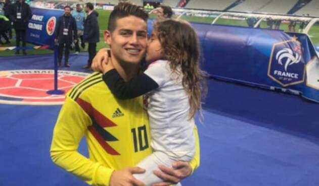 Salomé acostumbra acompañar a su padre en los juegos de Selección