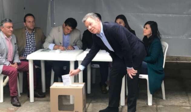 Juan Manuel Santos ya votó en la segunda vuelta presidencial