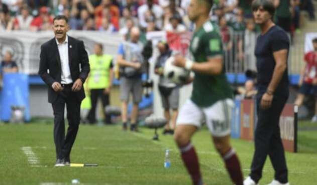Juan Carlos Osorio a pie de césped en el Alemania vs México