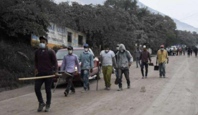 Labores de rescae tras erupción del volcán de Fuego en Guatemala