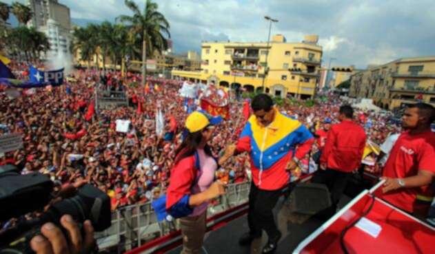 Nicolás Maduro, presidente de Venezuela, bailando con su esposa Lady Cicilia Flores, en Caracas