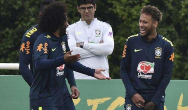 Marcelo y Neymar en entrenamiento de Brasil