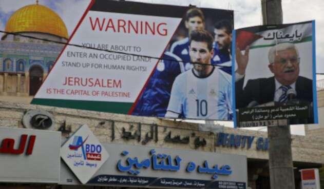 Lionel Messi en un póster publicado en medio oriente / AFP