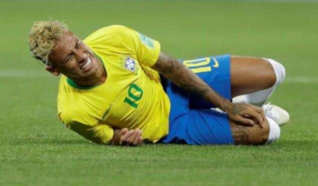 Neymar ha sido criticado por exagerar las faltas en su contra