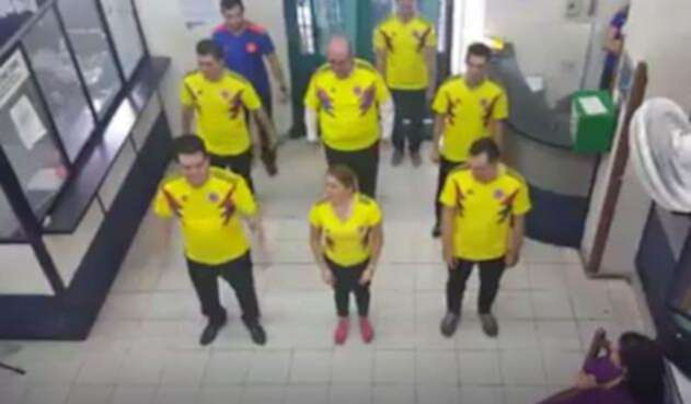 El notario de Bucaramanga que pone a bailar a sus empleados