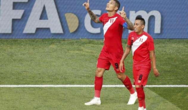 Paolo Guerrero celebrando su primer gol en una Copa de Mundo