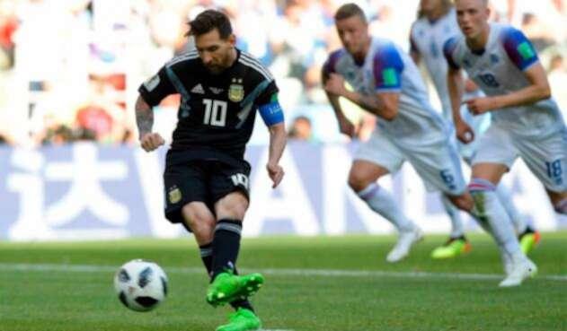 Lionel Messi y un penal errado en el partido ante Islandia