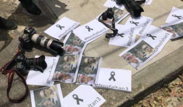 Periodistas en Bogotá realizaron un plantón en solidaridad por sus colegas ecuatorianos asesinados