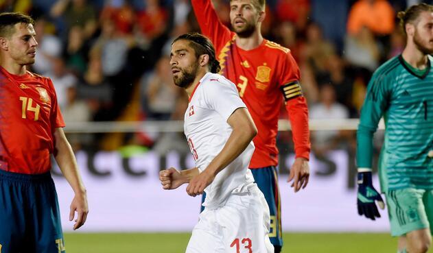 Ricardo Rodríguez, futbolista suizo, en acción ante España