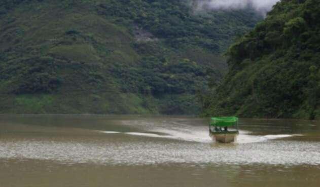 Un vehículo cayó en aguas del río Ariari