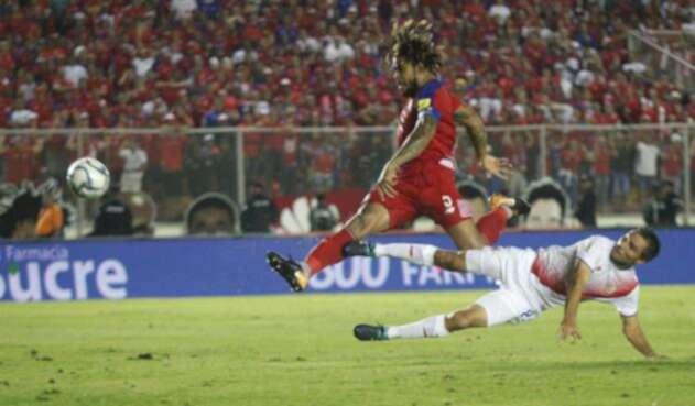Román Torres en la histórica anotación del gol que envió a Rusia a Panamá