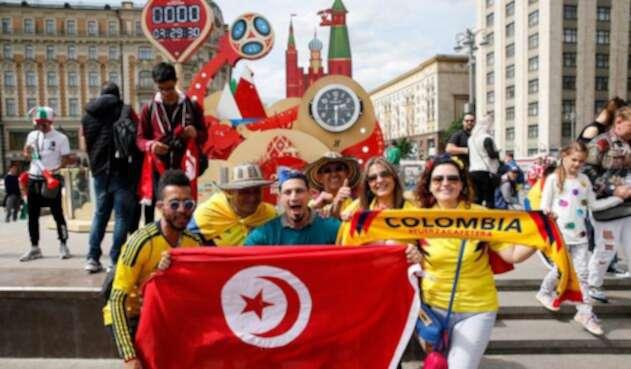 Hinchas de Túnez y de Colombia en Moscú