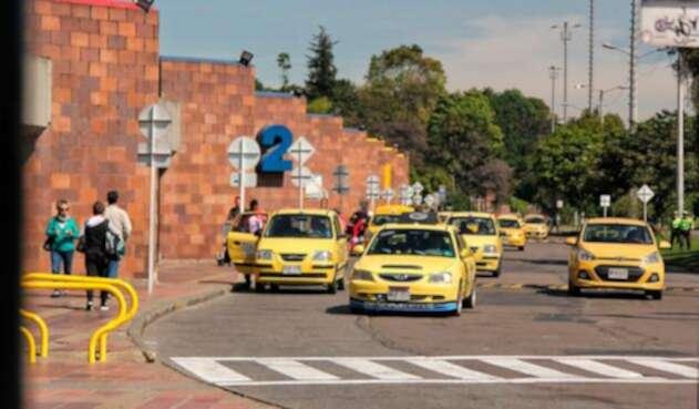 No cesa la polémica por las tabletas en los taxis en Bogotá