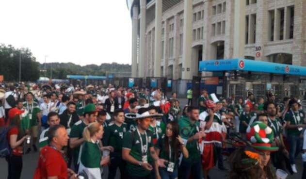 Hinchas de México ingresando al estadio Luzhniki de Moscú