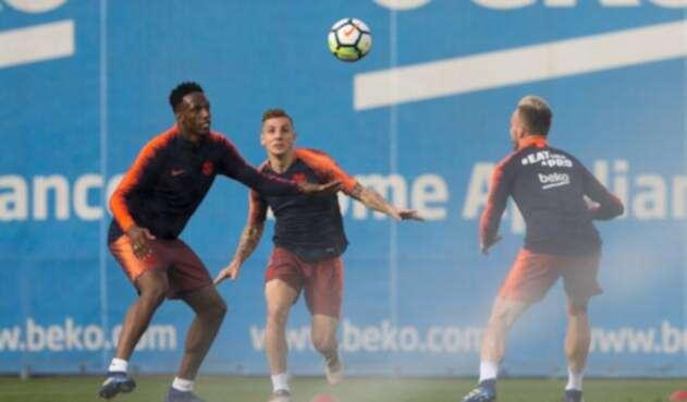Yerry Mina e Ivan Rakitic durante un entrenamiento del FC Barcelona