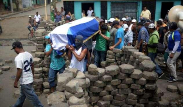 """El representante del Vaticano en Nicaragua, Stanislaw Waldemar Sommertag, exhortó al presidente Ortega y la oposición a pactar una """"tregua""""."""