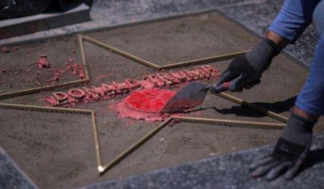 La estrella de DonaldTrumpen el paseo de la fama de Hollywood fue destrozada.