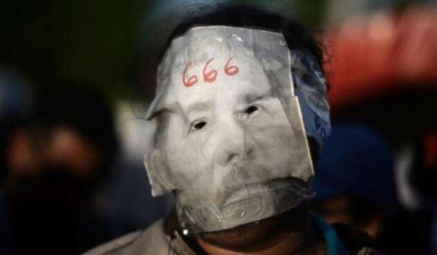 """El presidente nicaragüense, Daniel Ortega, afirmó que los encapuchados con armas que actúan en el marco de las protestas contra su Gobierno """"son policías voluntarios""""."""