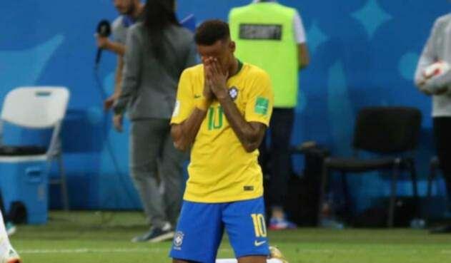 Neymar hace constantes cambios de peinado
