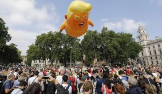 Muñeco de Donald Trump en pañales