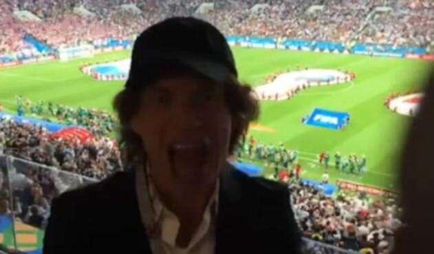 El artista tiene fama de llevar mala suerte a la selección inglesa