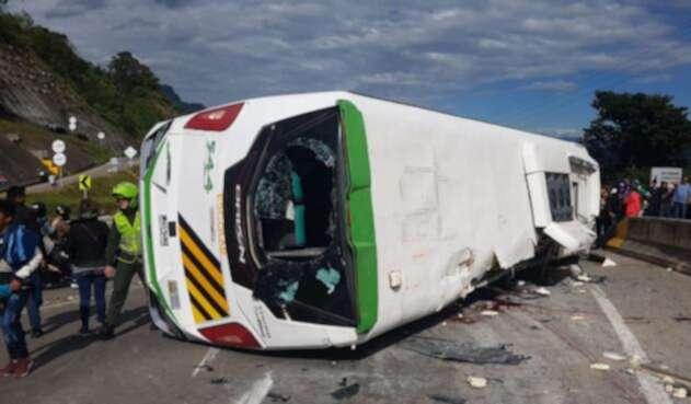 Los pasajeros que resultaron heridos fueron trasladados a los centros médicos.
