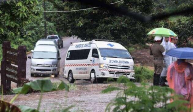 Ambulancia donde transportan a niños de Tailandia