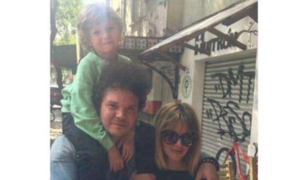 Johana Bahamón con Andrés Cabas y su hijo Simón