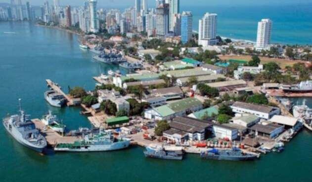 El complejo naval se encuentra ubicado en la entrada del barrio Bocagrande, en Cartagena.