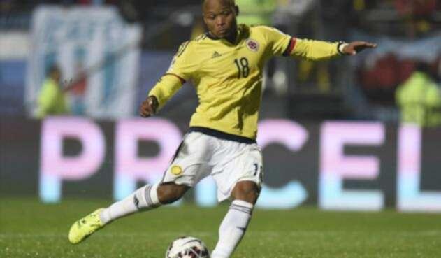 Camilo Zúñiga vistiendo la camiseta de la Selección Colombia
