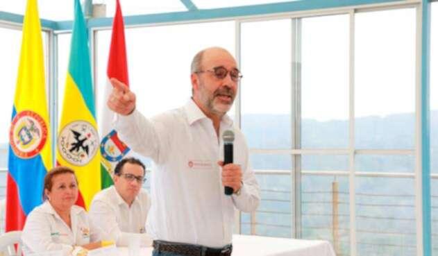 Mercedes Rodríguez, alcaldesa de La Mesa; Jorge Carrillo, viceministro de Agua y Saneamiento Básico y Camilo Sánchez, ministro de Vivienda
