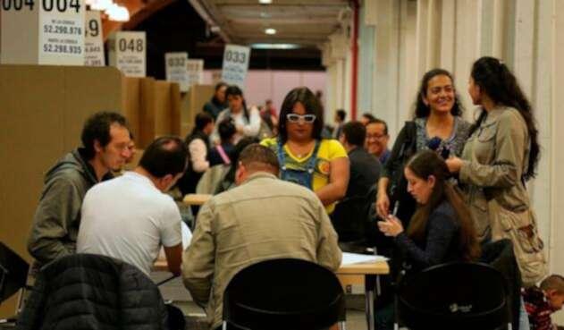 Colombianos ejerciendo su derecho al voto en Corferias (Bogotá)