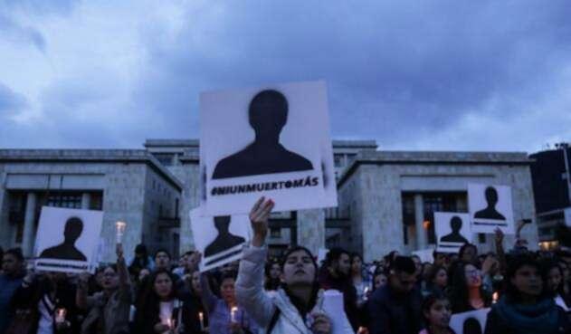 Velatón por asesinatos de los líderes sociales en Colombia