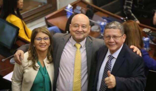 Sandra Ramírez, Carlos Lozada y Pablo Catatumbo durante la instalación del Congreso