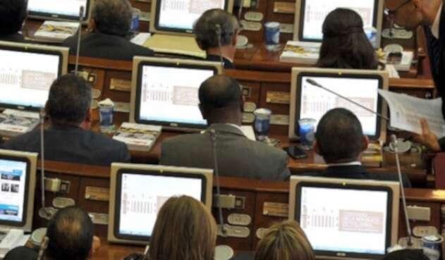 Hasta sin internet están los legisladores.