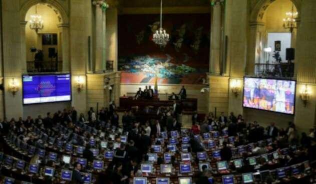 Hay polémica en el Congreso de la República por las líneas telefónicas otorgadas a los parlamentarios