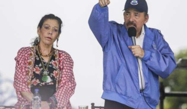El presidente de Nicaragua, Daniel Ortega y su esposa Rosario Murillo, en medio de escándalo de DD.HH.