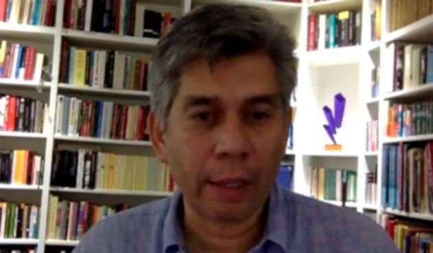 Daniel Coronell es un permanente crítico de Álvaro Uribe