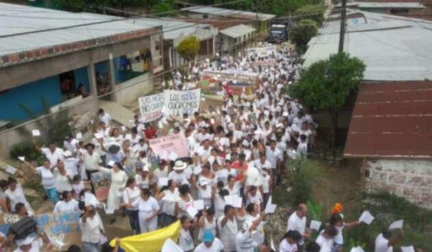 Marcha de la comunidad del Corregimiento de La Gabarra en Tibú, ante conflicto armado en la zona del Catatumbo