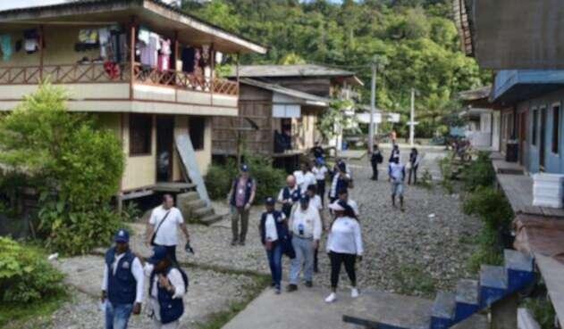 Funcionarios de la Defensoría haciendo un monitoreo en el Valle del Cauca