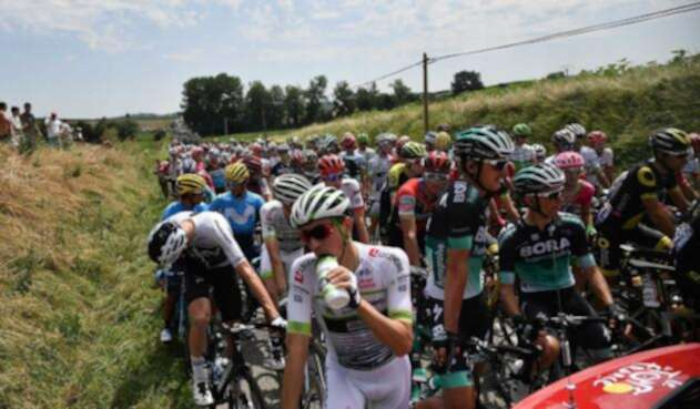 Detienen etapa 16 del Tour por protestas con gas lacrimógeno