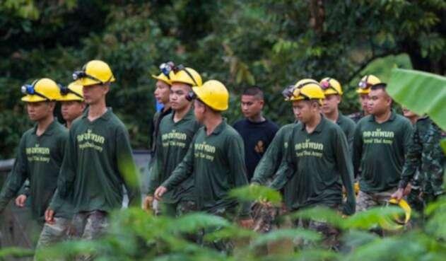 Equipo rescate de niños en cueva de Tailandia