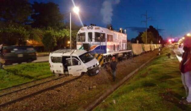 Camioneta arrastrada por Tren de la Sabana