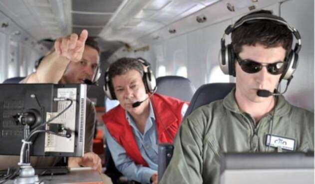Juan Manuel Santos en vuelo oficial de la FAC