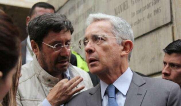 Francisco Santos expresó rotundo apoyo a Álvaro Uribe.