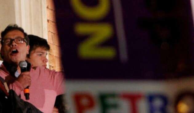 Gustavo Petro levantó polémica por la supuesta relación de las FF.MM. con bandas criminales.