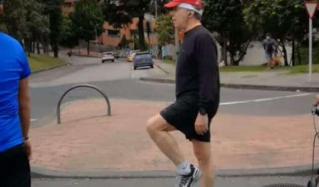 Juan Manuel Santos disfrutó de la ciclovía como un colombiano más